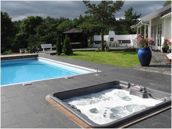arctic-spas-hot-tub-in-pool-deck